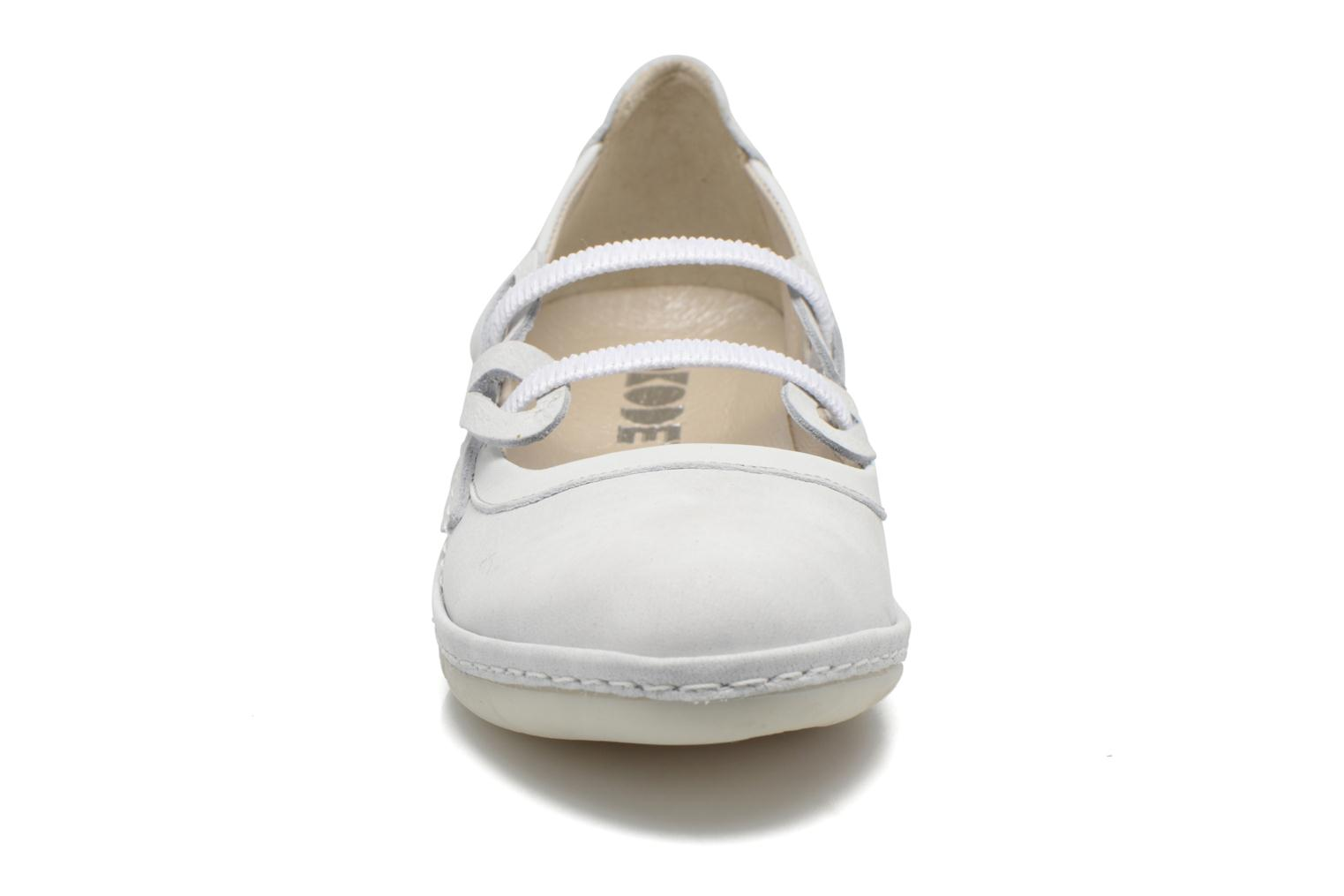 Ballet pumps Dkode Nilda White model view
