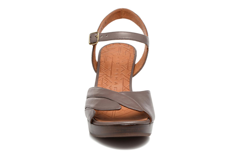 Sandales et nu-pieds Chie Mihara Jantra Marron vue portées chaussures