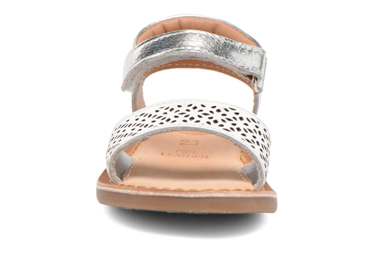 Sandali e scarpe aperte Gioseppo Carla Bianco modello indossato