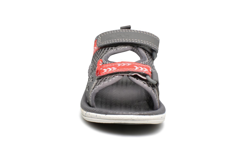 Sandales et nu-pieds Clarks PiranhaBoy Fst Gris vue portées chaussures