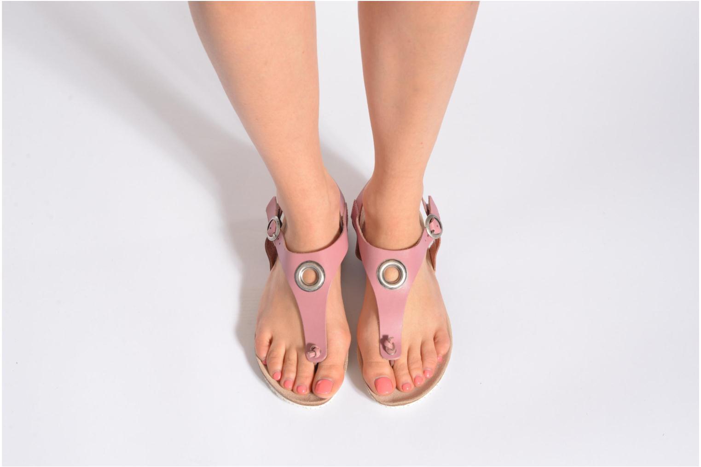 Sandalen TBS Inayah beige ansicht von unten / tasche getragen