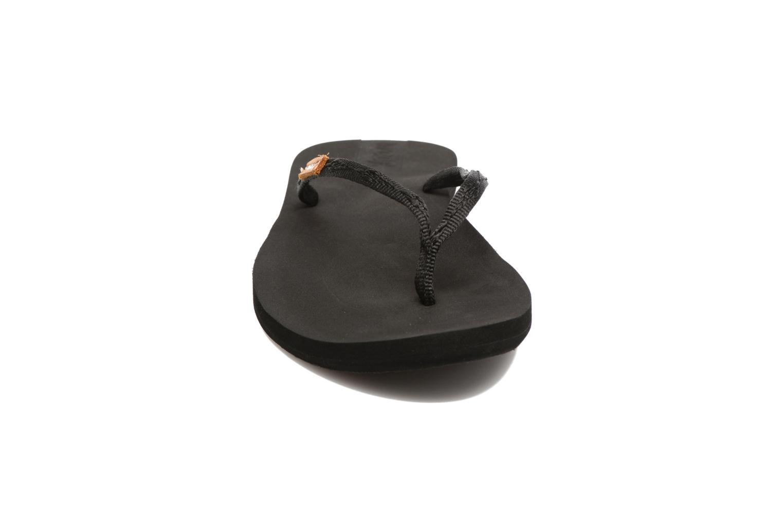 Tongs Reef Slim Ginger Noir vue portées chaussures