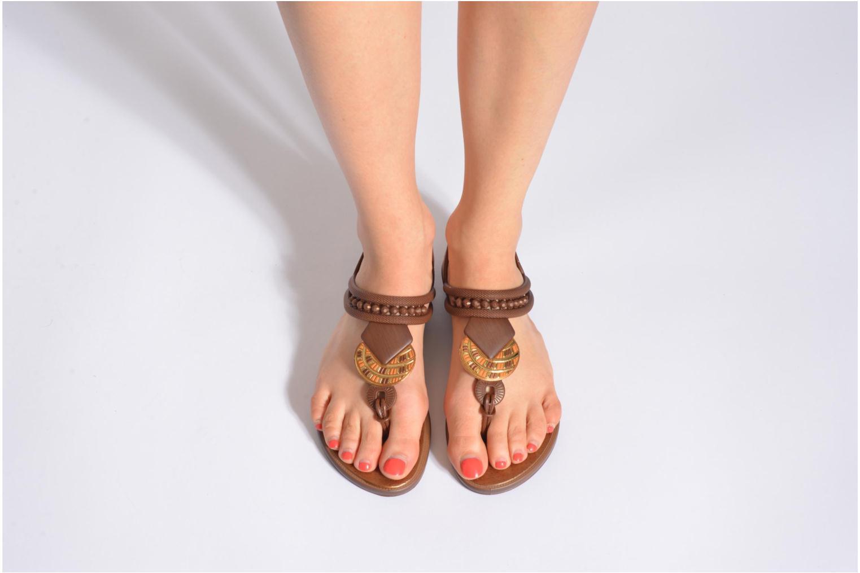 Sandales et nu-pieds Grendha Tribal Sandal Fem Marron vue bas / vue portée sac