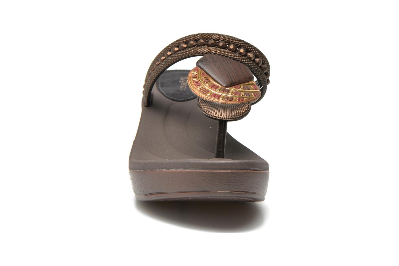 Tongs Grendha Tribal Plat Fem Marron vue portées chaussures