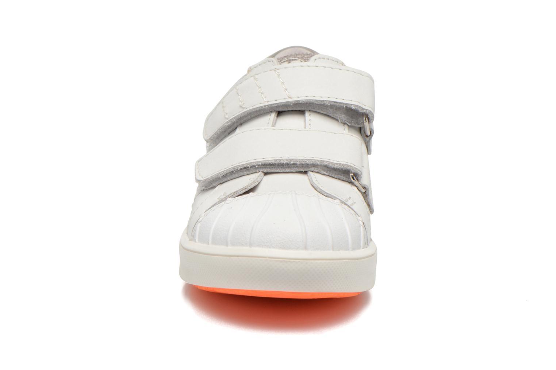Baskets GBB Mano Blanc vue portées chaussures