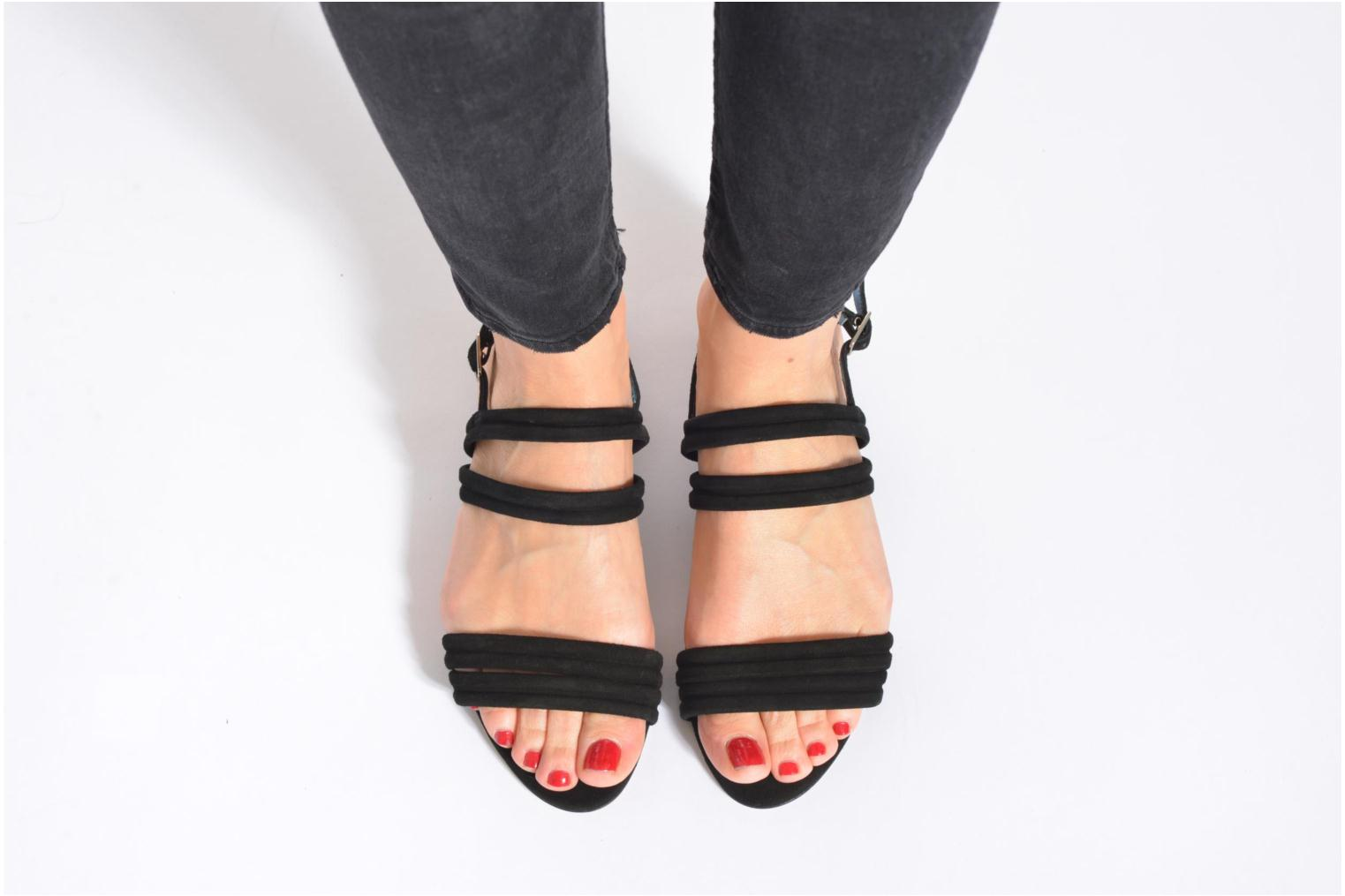 Sandals Mellow Yellow Veo Black view from underneath / model view