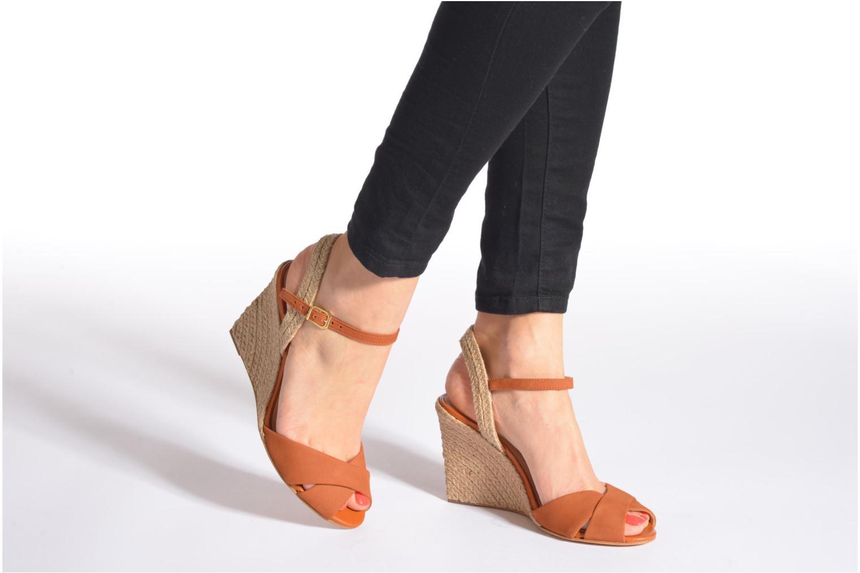 Sandales et nu-pieds COSMOPARIS Jobi/nub Marron vue bas / vue portée sac