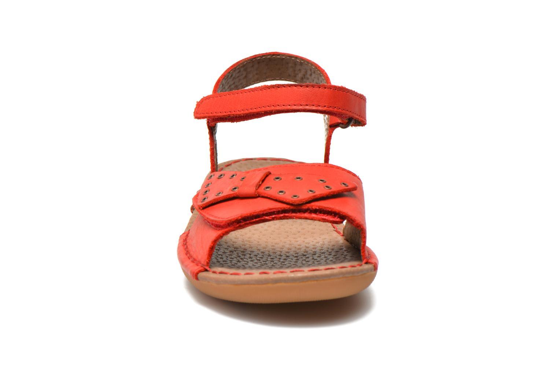 Sandales et nu-pieds Kickers Edana Rouge vue portées chaussures