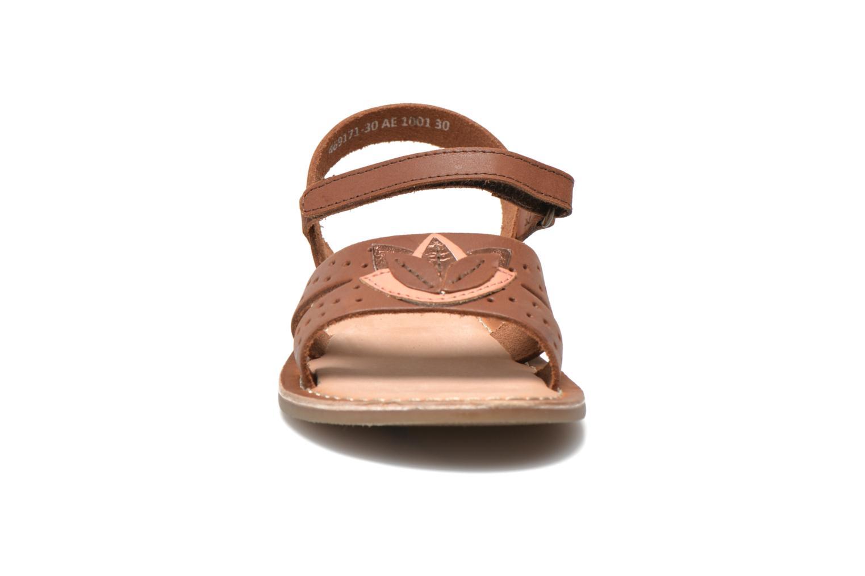 Sandales et nu-pieds Kickers Dix Beige vue portées chaussures