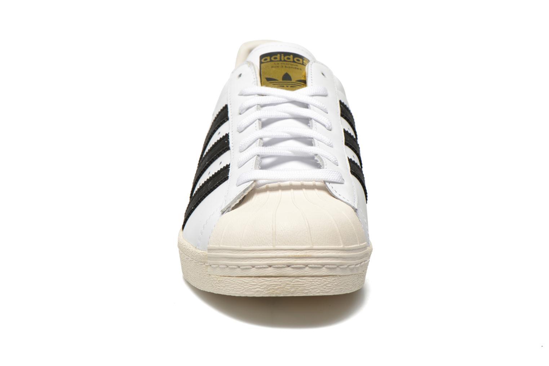 Sneakers Adidas Originals Superstar 80S Bianco modello indossato