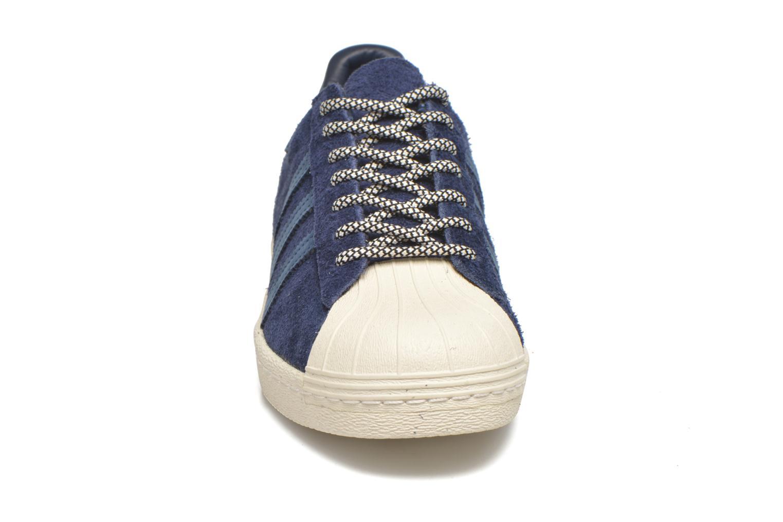 Baskets Adidas Originals Superstar 80S Bleu vue portées chaussures