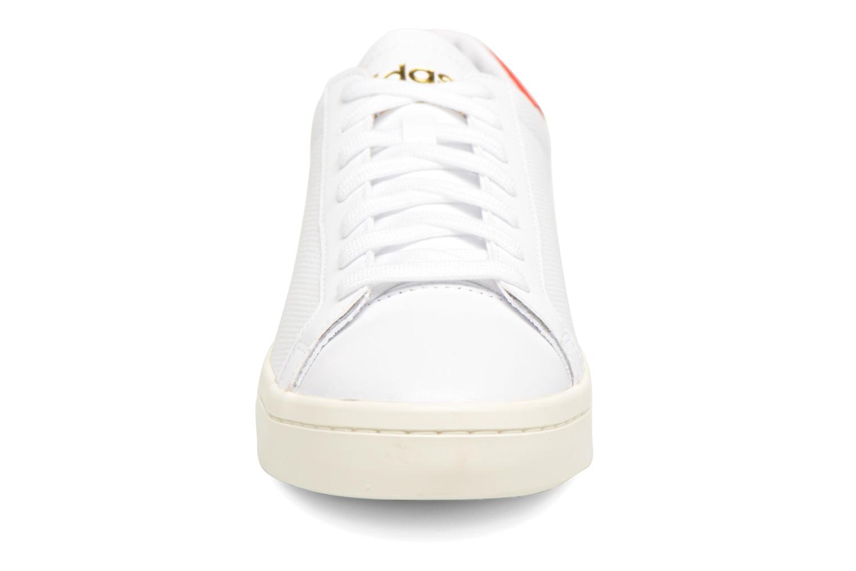 Deportivas Adidas Originals Court Vantage H Blanco vista del modelo