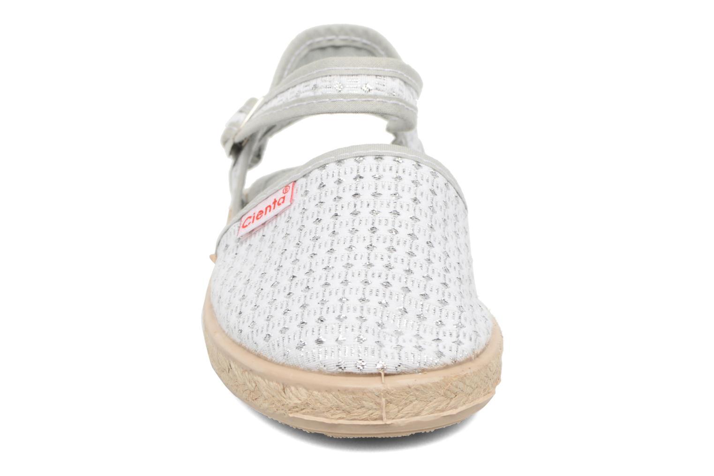 Sandales et nu-pieds Cienta Margot Argent vue portées chaussures