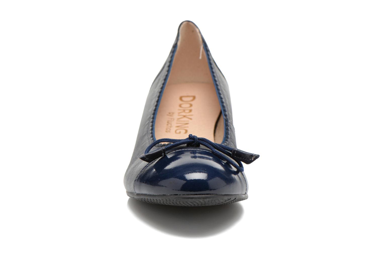Ballerines Dorking Marcu 6670 Bleu vue portées chaussures