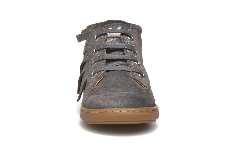 Bottines et boots Shoo Pom Bouba Lace Fringe Gris vue portées chaussures
