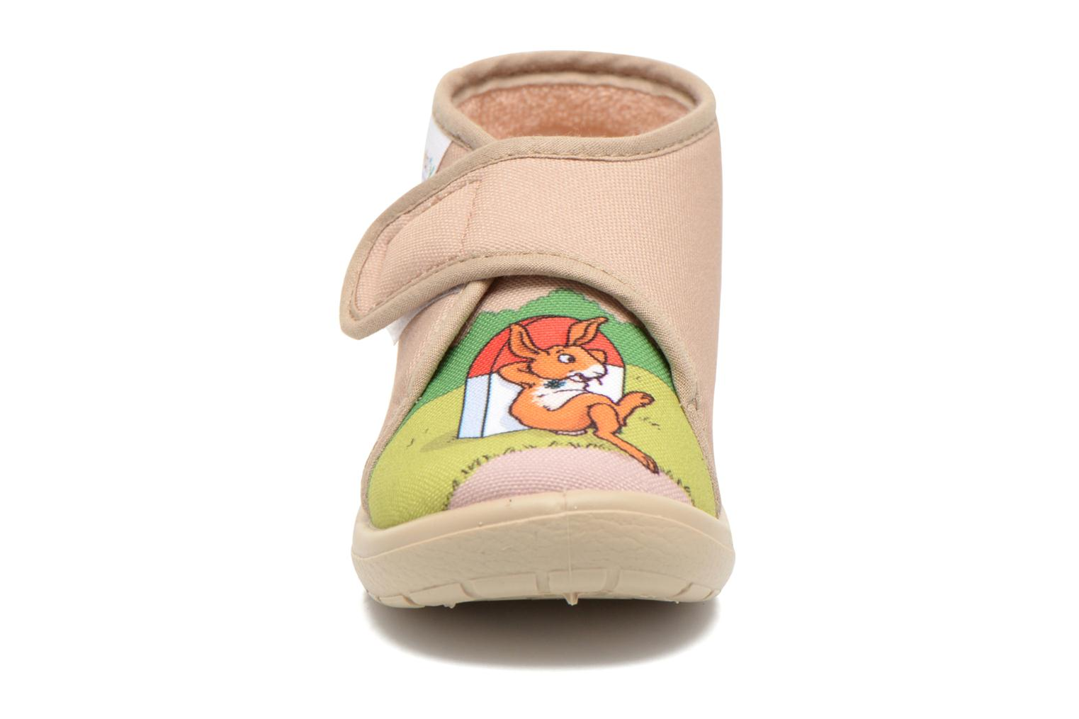 Pantuflas Little Mary Vtortue Beige vista del modelo