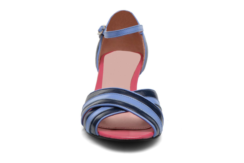 Sandales et nu-pieds Annabel Winship Rastafari Bleu vue portées chaussures