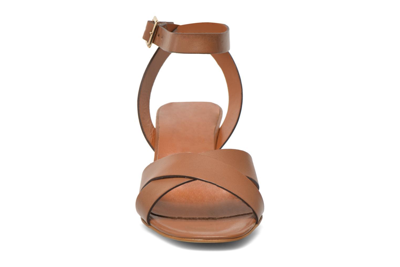 Sandales et nu-pieds Georgia Rose Batonnette Marron vue portées chaussures