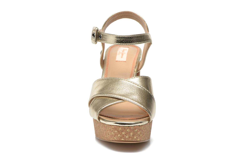 Sandalias Pepe jeans Grace Shine Oro y bronce vista del modelo