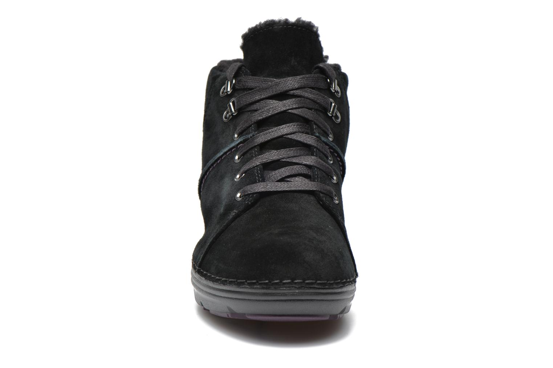 Scarpe con lacci Clarks Nelia Lush GTX Nero modello indossato