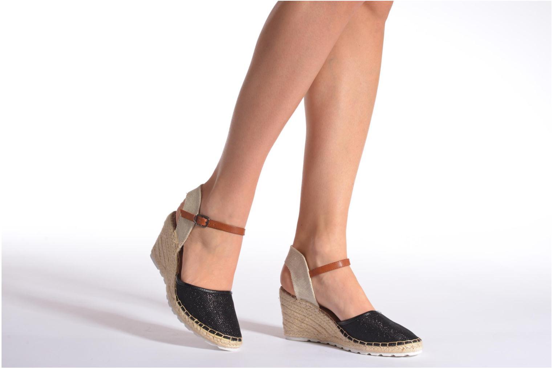 Sandales et nu-pieds Refresh Gipsy 62034 Noir vue bas / vue portée sac