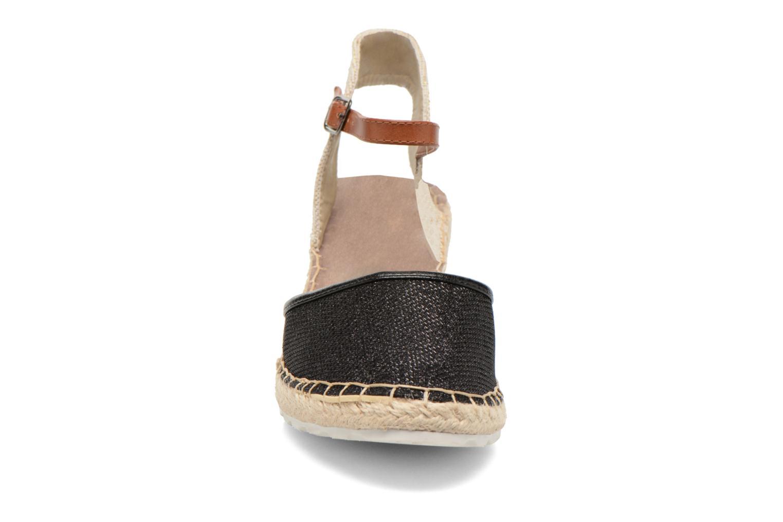 Sandali e scarpe aperte Refresh Gipsy 62034 Nero modello indossato