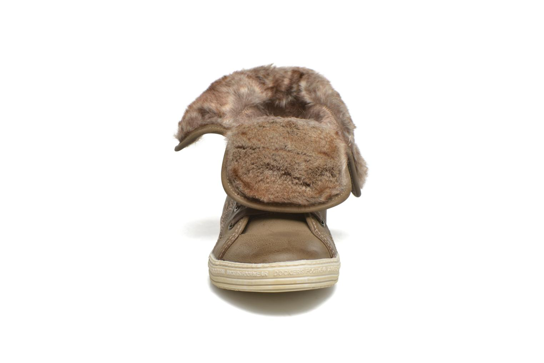 Sneakers Dockers Makira Marrone modello indossato