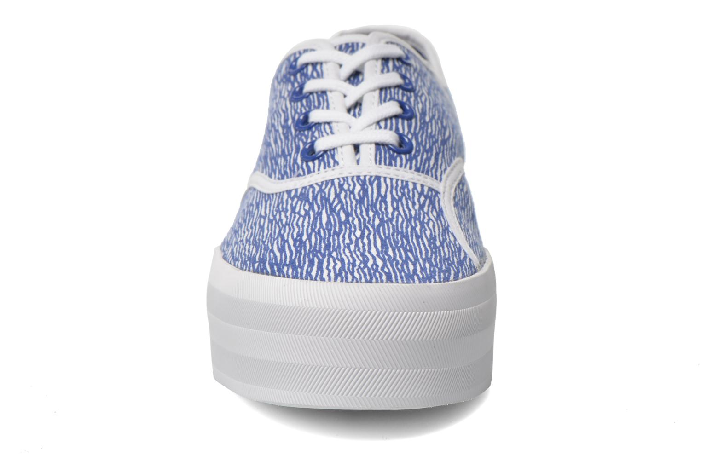 Baskets Lacoste Rene Platform 216 G Bleu vue portées chaussures