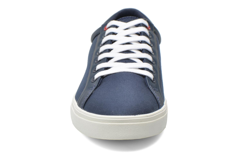 Baskets Lacoste Lenglen 216 1 Bleu vue portées chaussures