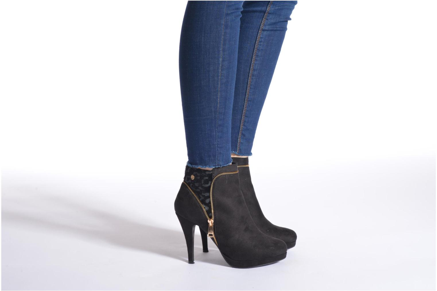 Ankle boots Xti Foxton Beach Black view from underneath / model view