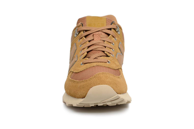 Baskets New Balance ML574 D Beige vue portées chaussures