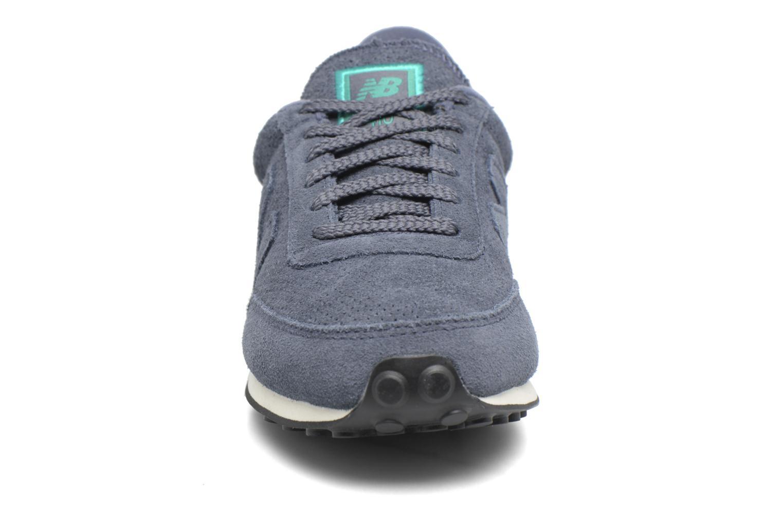 Baskets New Balance U410 D W Gris vue portées chaussures