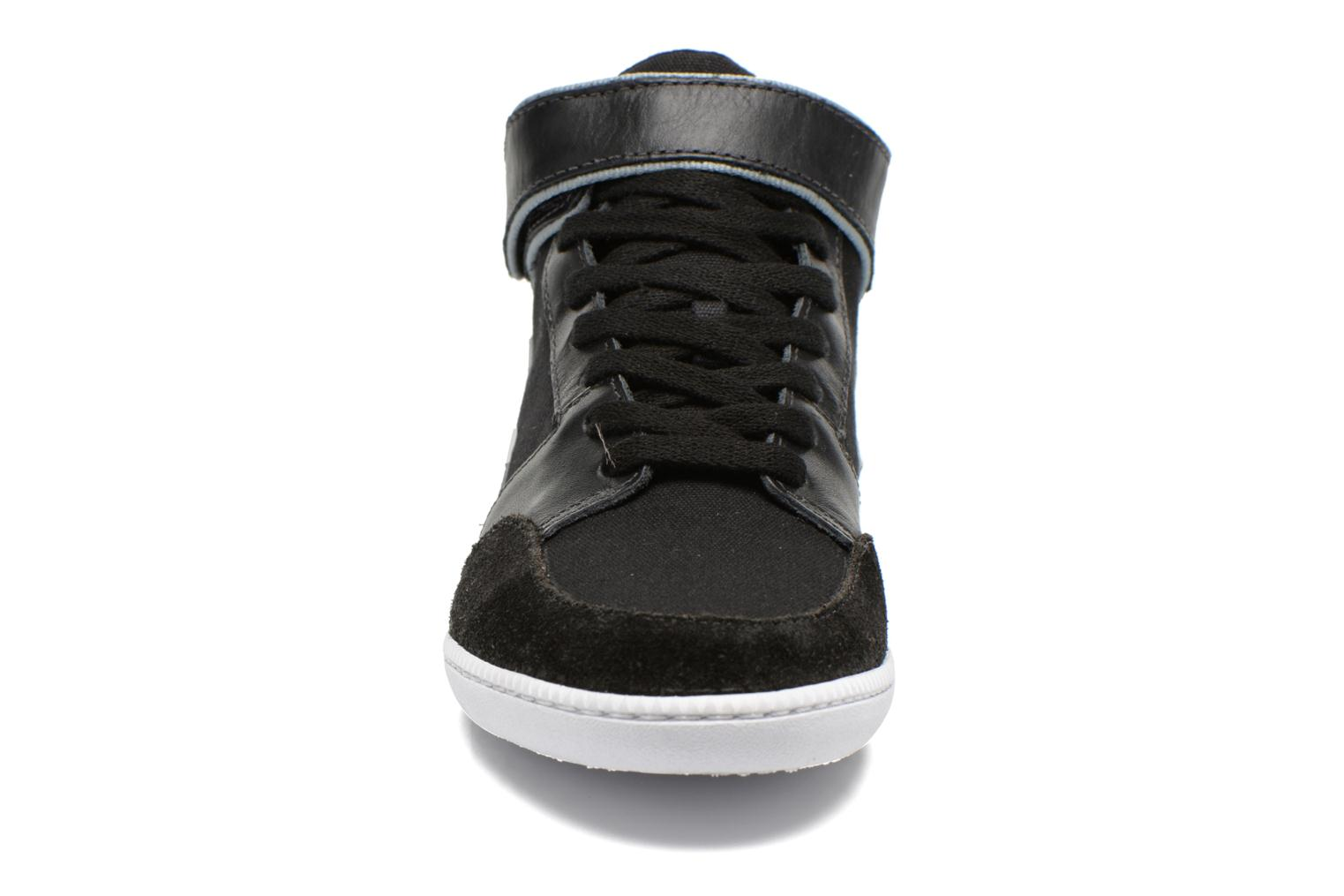 Trainers Veja Felicite Black model view