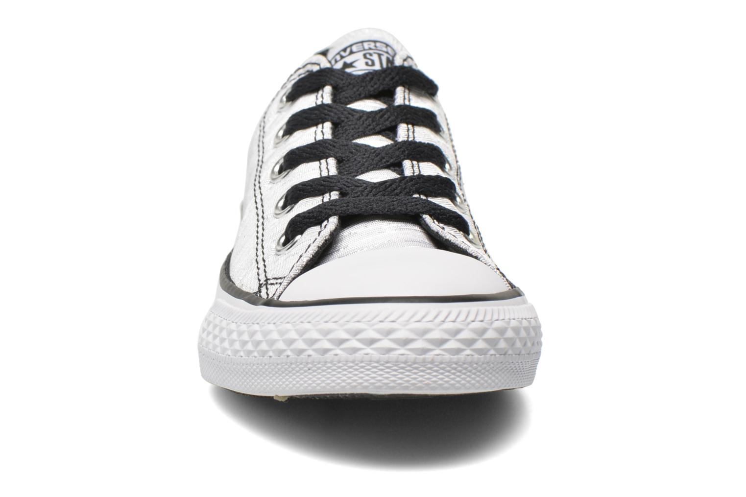 Baskets Converse Chuck Taylor All Star Ox Blanc vue portées chaussures
