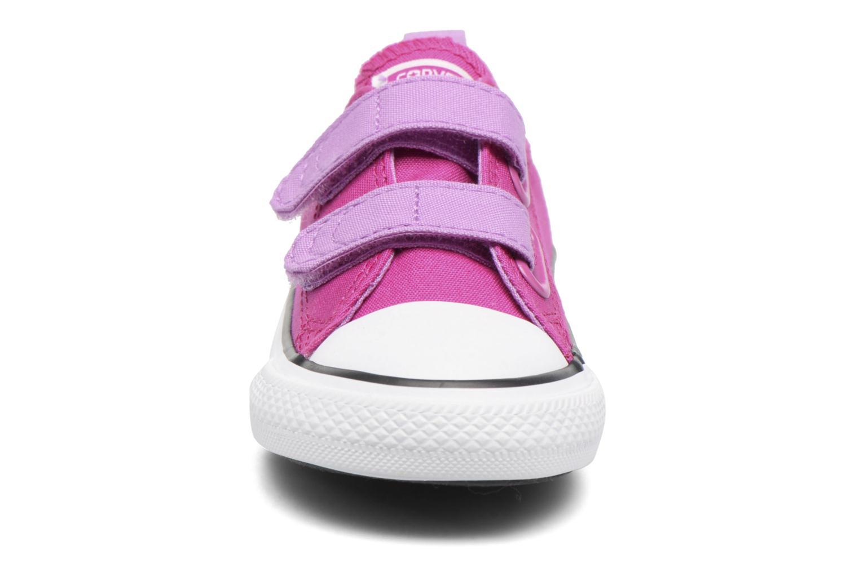 Baskets Converse Chuck Taylor All Star 2V Ox Violet vue portées chaussures