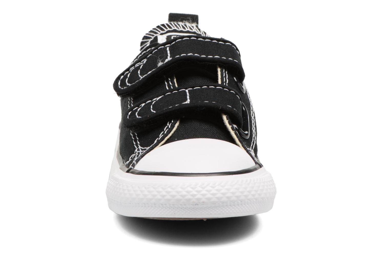 Baskets Converse Chuck Taylor All Star 2V Ox Noir vue portées chaussures