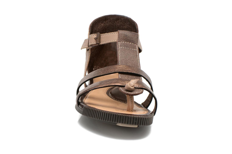 Sandales et nu-pieds Pataugas Caro F Marron vue portées chaussures