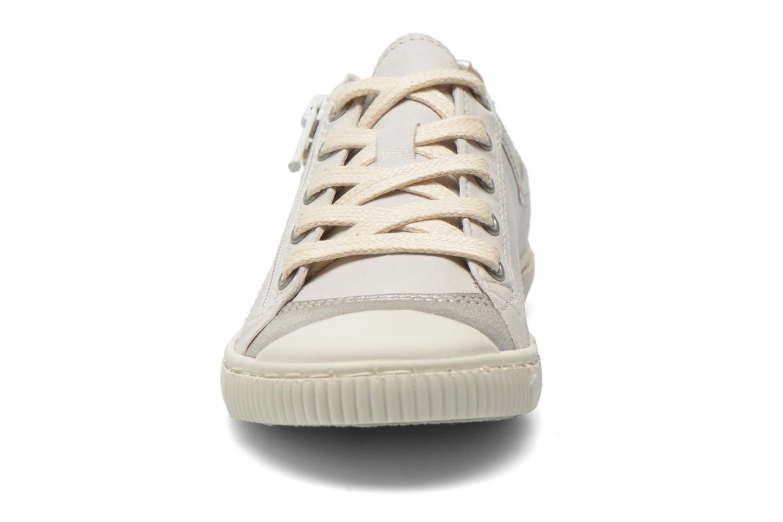 Sneaker Pataugas Bisk J weiß schuhe getragen