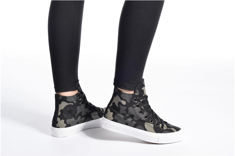 Sneaker Converse Chuck Taylor All Star II Hi W grau ansicht von unten / tasche getragen