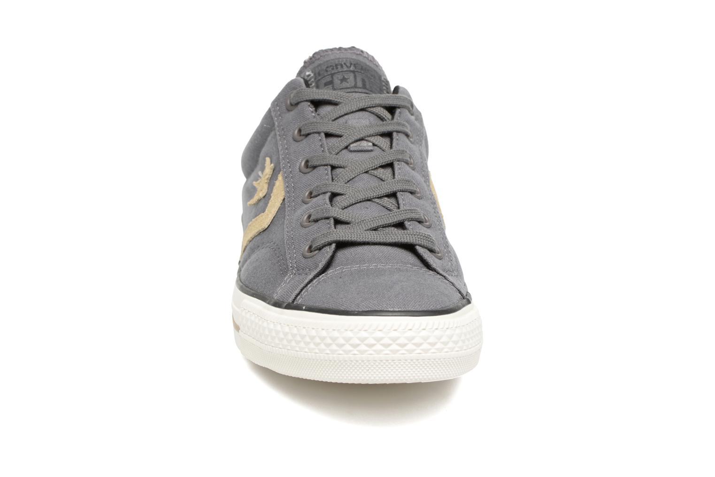 Sneaker Converse Star Player Ox M grau schuhe getragen