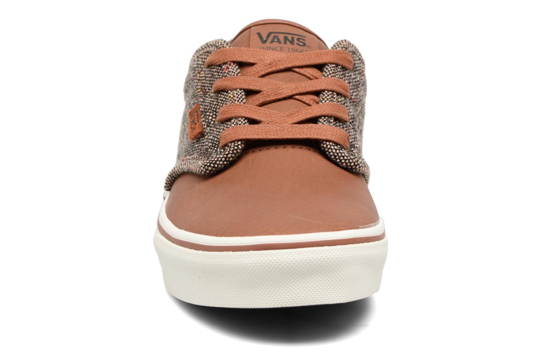 Baskets Vans Atwood Deluxe Marron vue portées chaussures