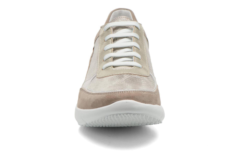 Baskets Mephisto DIANE Or et bronze vue portées chaussures