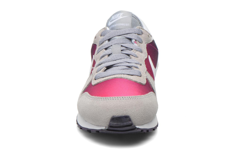 Baskets Nike Nike Internationalist (Gs) Gris vue portées chaussures