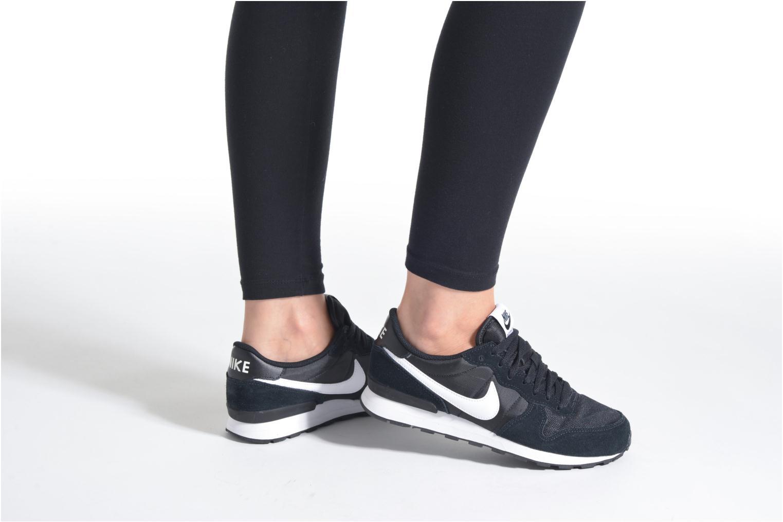 Sneaker Nike Nike Internationalist (Gs) schwarz ansicht von unten / tasche getragen