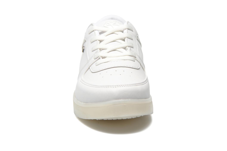 Baskets Cash Money CMS 37 Blanc vue portées chaussures
