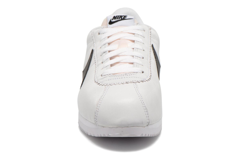 Deportivas Nike Classic Cortez Prem Blanco vista del modelo