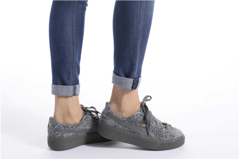 Sneaker Puma Suede Creeper Elemental grau ansicht von unten / tasche getragen