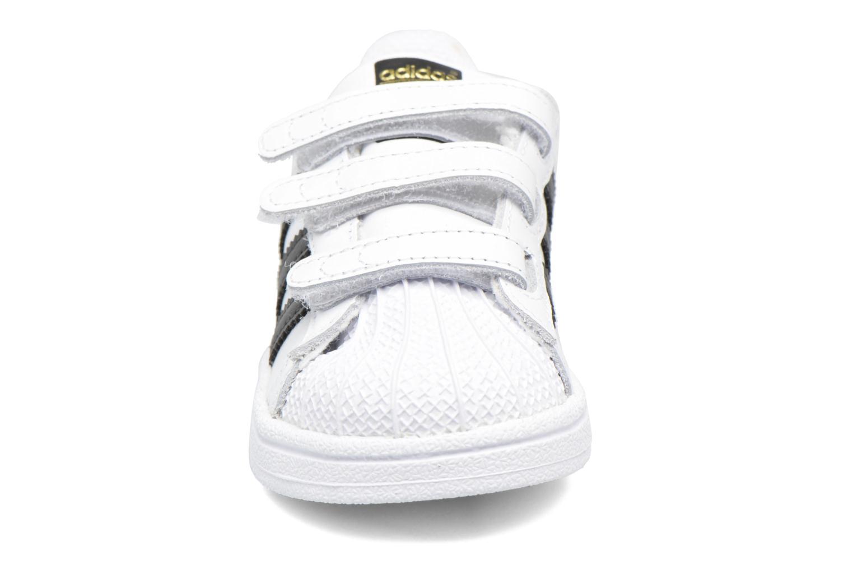 Baskets Adidas Originals Superstar CF I Blanc vue portées chaussures
