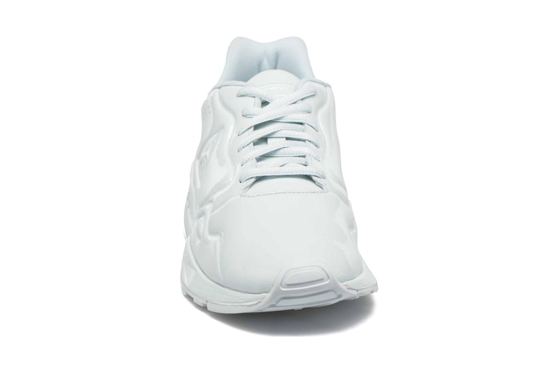 Baskets Le Coq Sportif Lcs R900 W Patent Bleu vue portées chaussures
