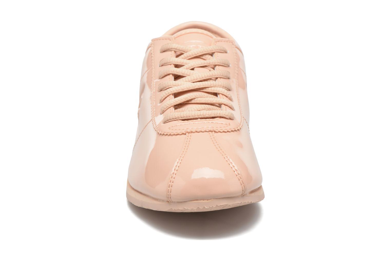 Baskets Le Coq Sportif Wendon W Patent Beige vue portées chaussures